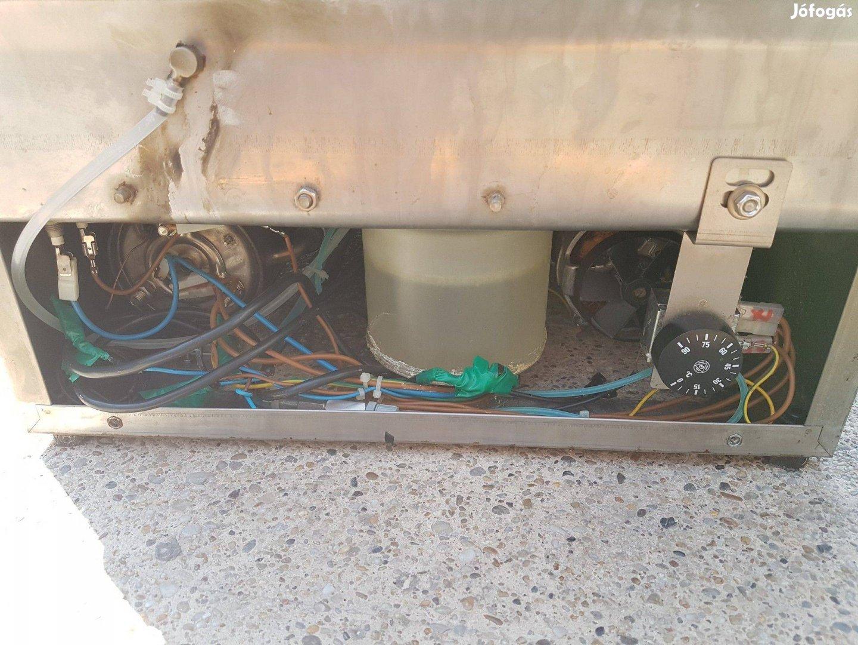 Ipari mosogatógép Silanos 40 es pohár mosogató vegyszeradagolókkal