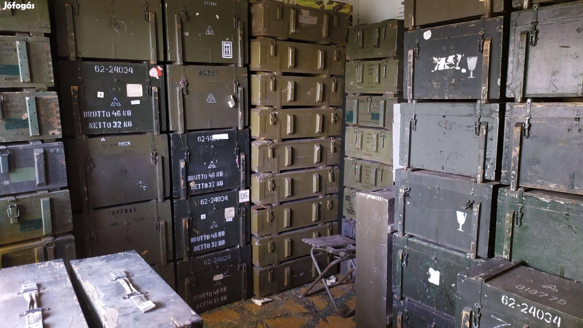 Katonai honvédségi rádió R105d füllhalgatóval antennával