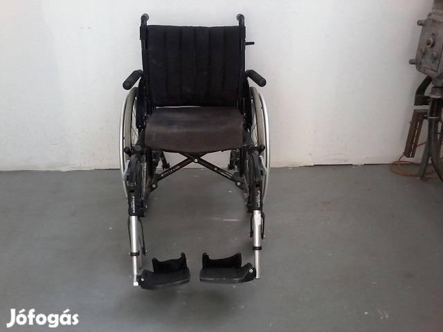 Kerekesszék toló kerekes szék kocsi tolószék tolókocsi rokkantkocsi