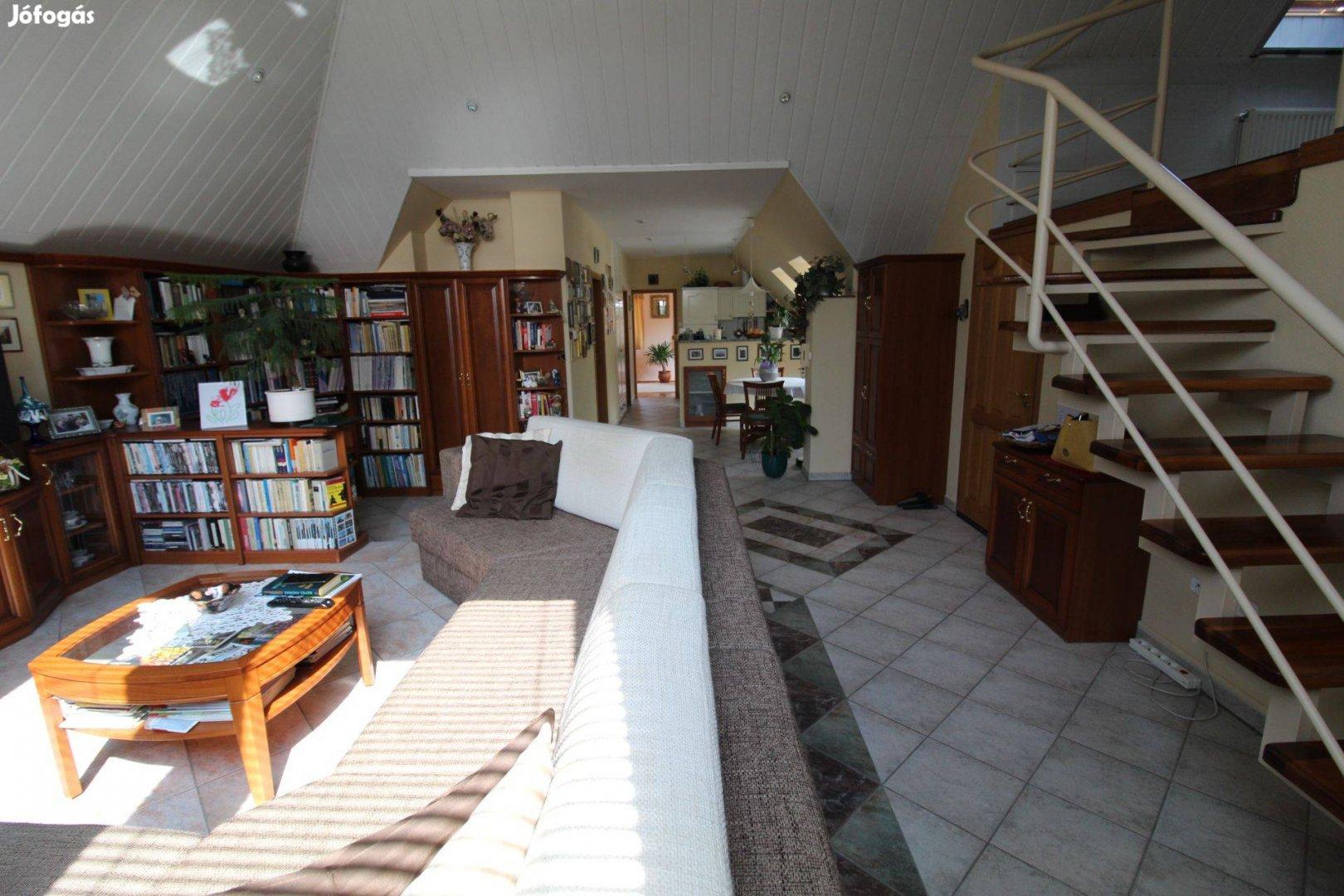 Kétgenerációs családi ház üzlettel a Belvárosban