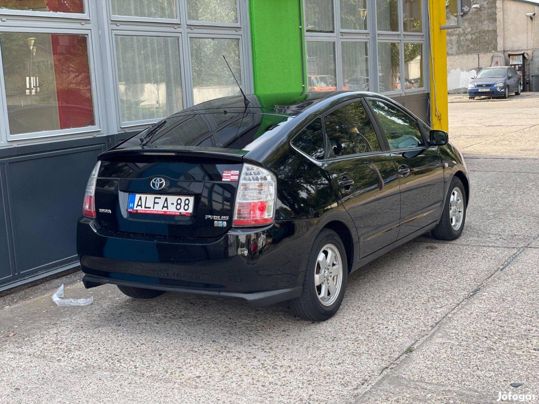 Kiadó Toyota Prius hibrid