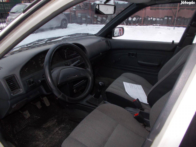 Lakókocsira cserélem Toyota Corollat