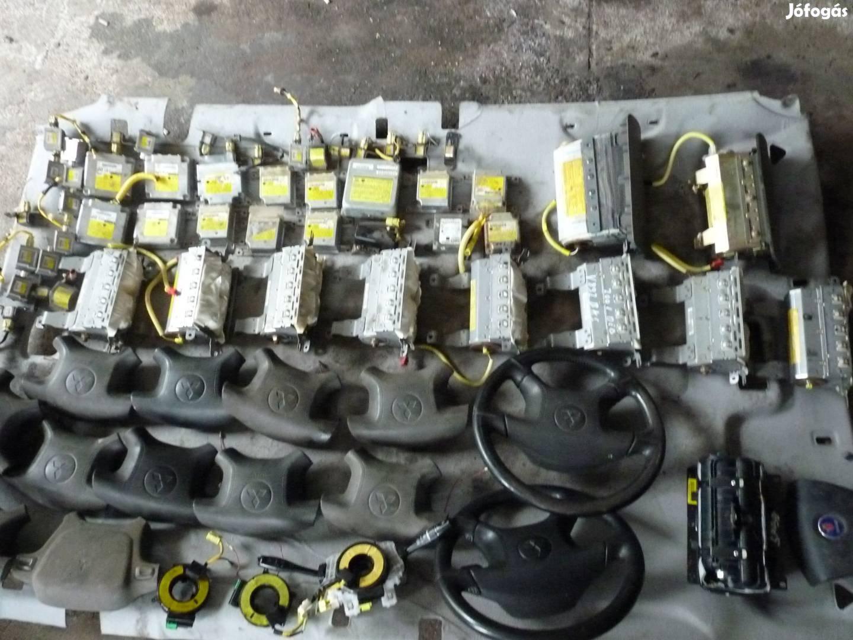 Mitsubishi Pajero motor,váltó,karosszéria elemek,fék,futómű.kárpitok, 8. Kép