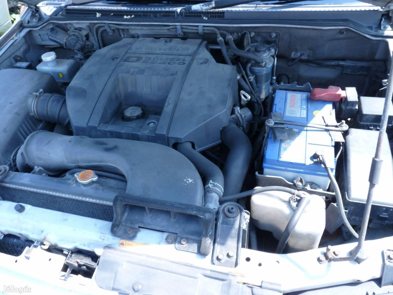 Mitsubishi Pajero motor,váltó,karosszéria elemek,fék,futómű.kárpitok, 6. Kép