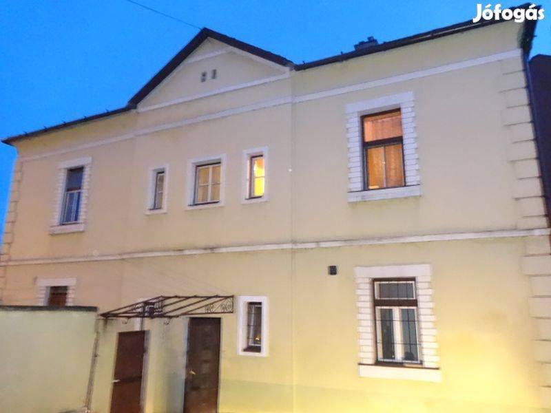 Mosonmagyaróváron eladó kétszintes családi ház