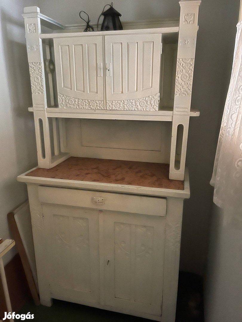 Nagyon szép régi konyhabútor
