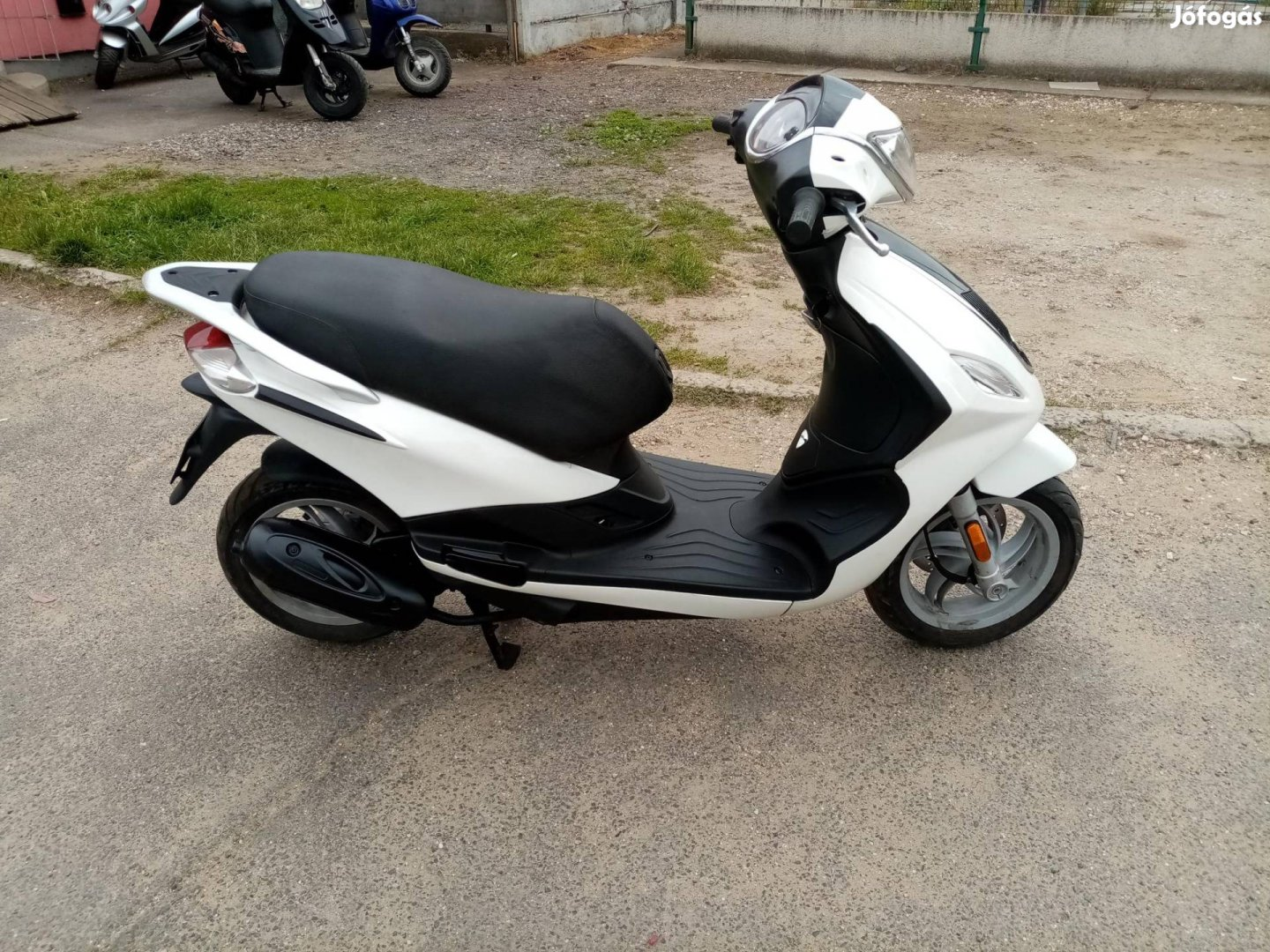 Piaggio Fly 50 4t karbis