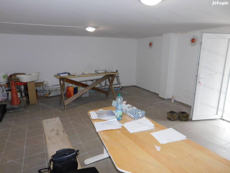 Siófoki, belváros közeli, új építésű üzlet eladó
