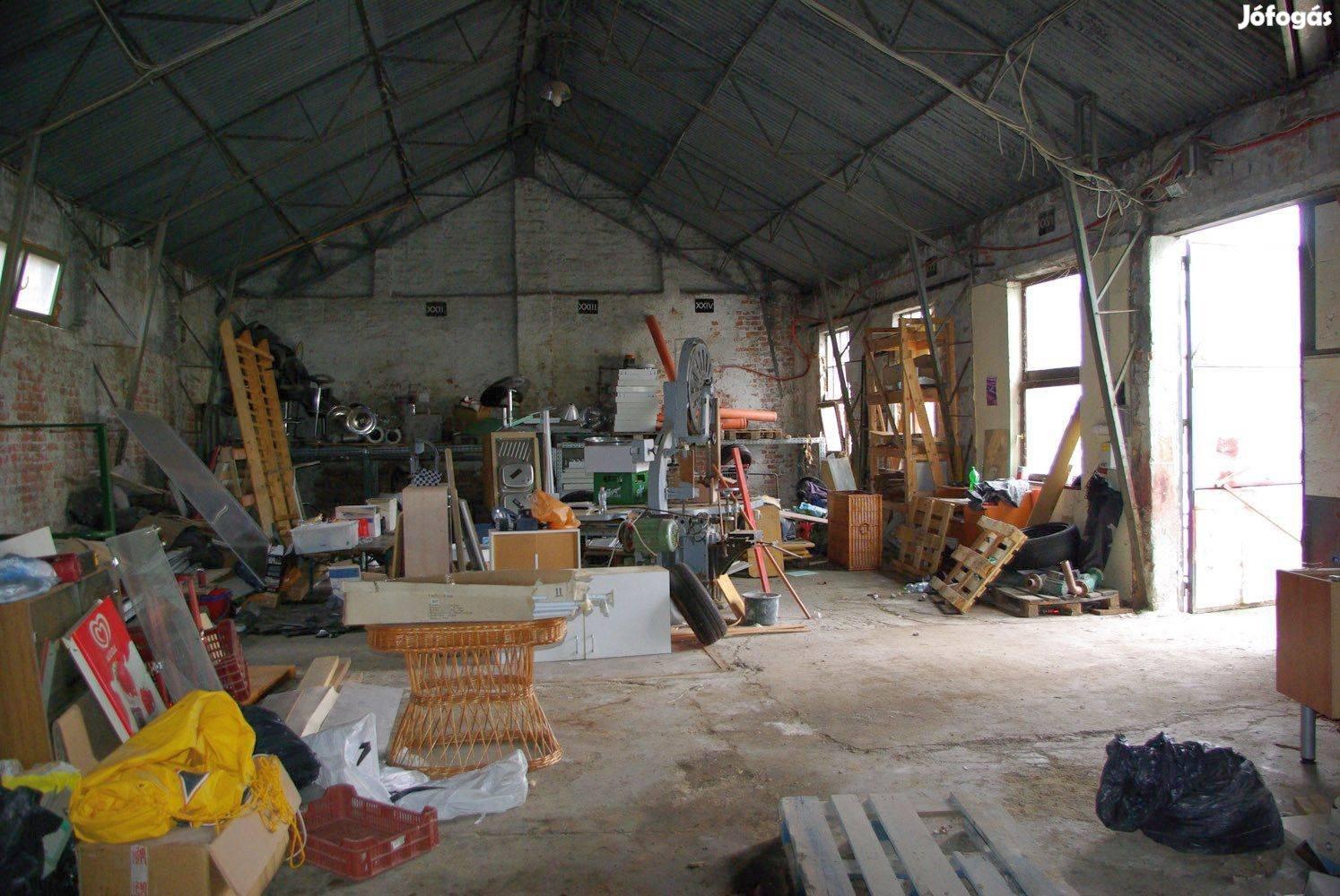 Sopron központjában 160 m2-es raktár, műhely kiadó