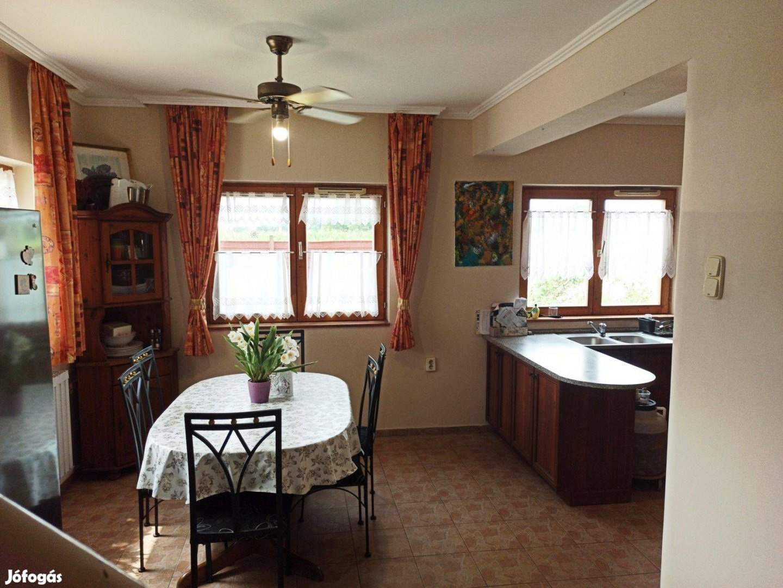 Szép családi ház, alkuképes áron eladó !