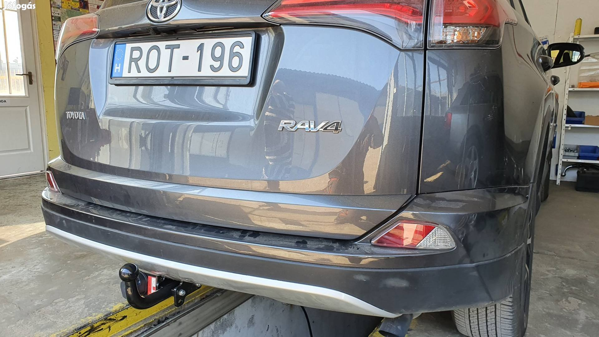 Toyota Rav4 vonóhorog.