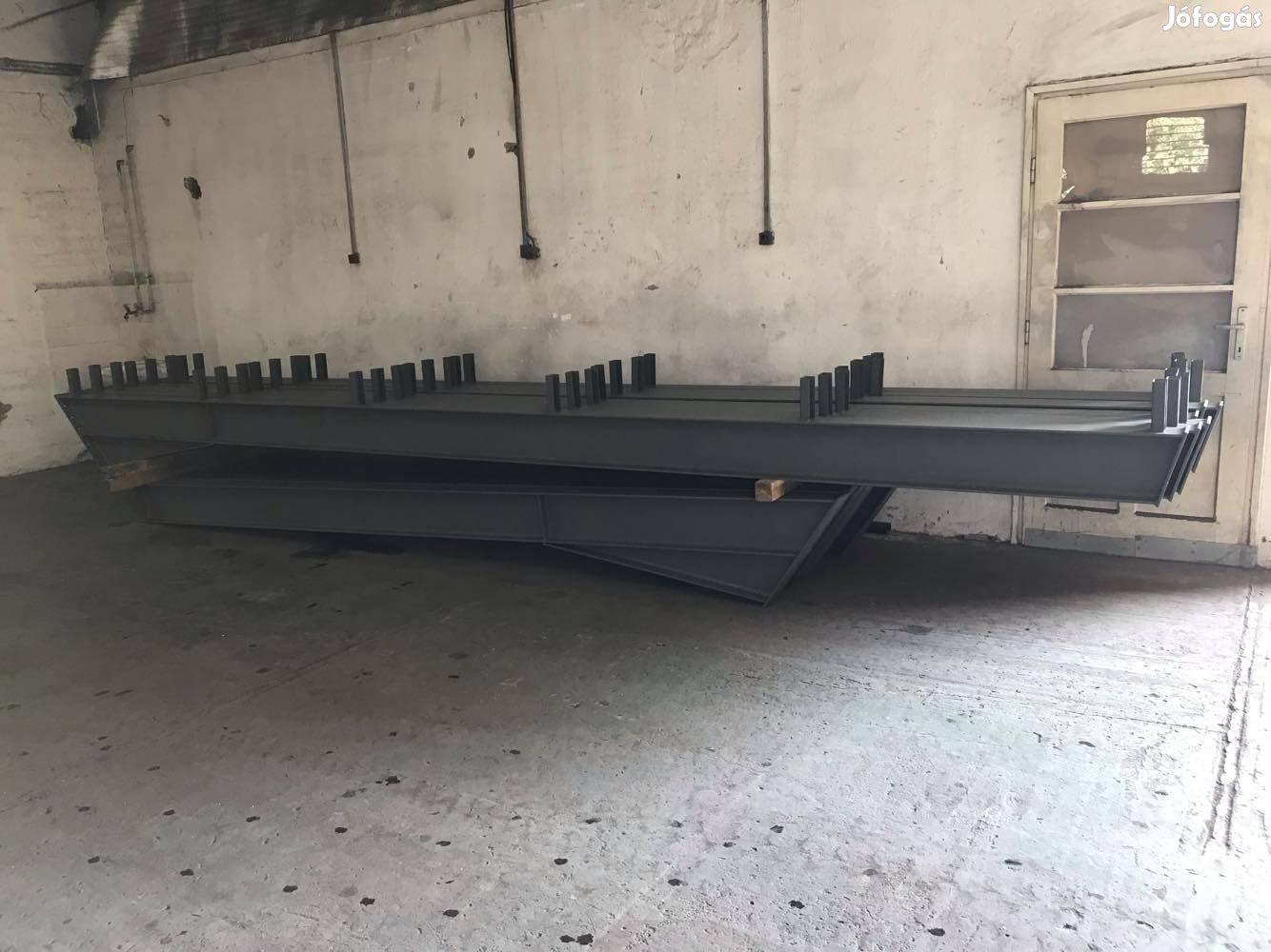 Új Csarnok váz - 12 m széles , 18 m hosszú , 4.5 m eresz