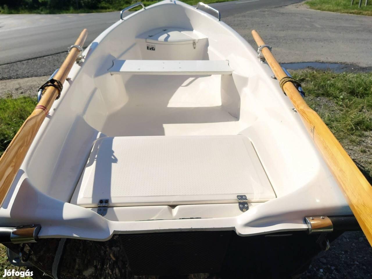 Univerzális, közepes súlyú csónak