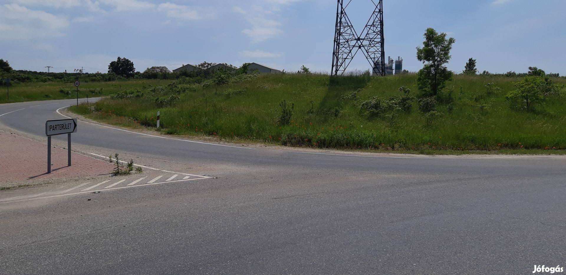 Veszprém, 8-as számú főútvonal melletti iparterületen telephely eladó