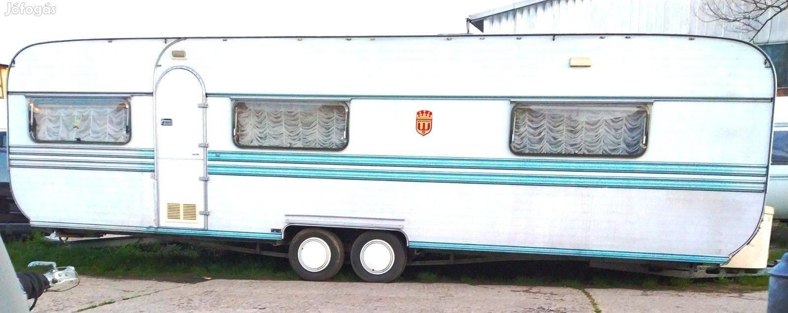 Weippert Luxus 8.2 m zuhanyzós lakókocsi külön konyhával