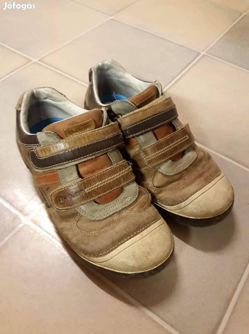 98c737e30531 Eladó cipők, focicipők - Tiszasas, Jász-Nagykun-Szolnok